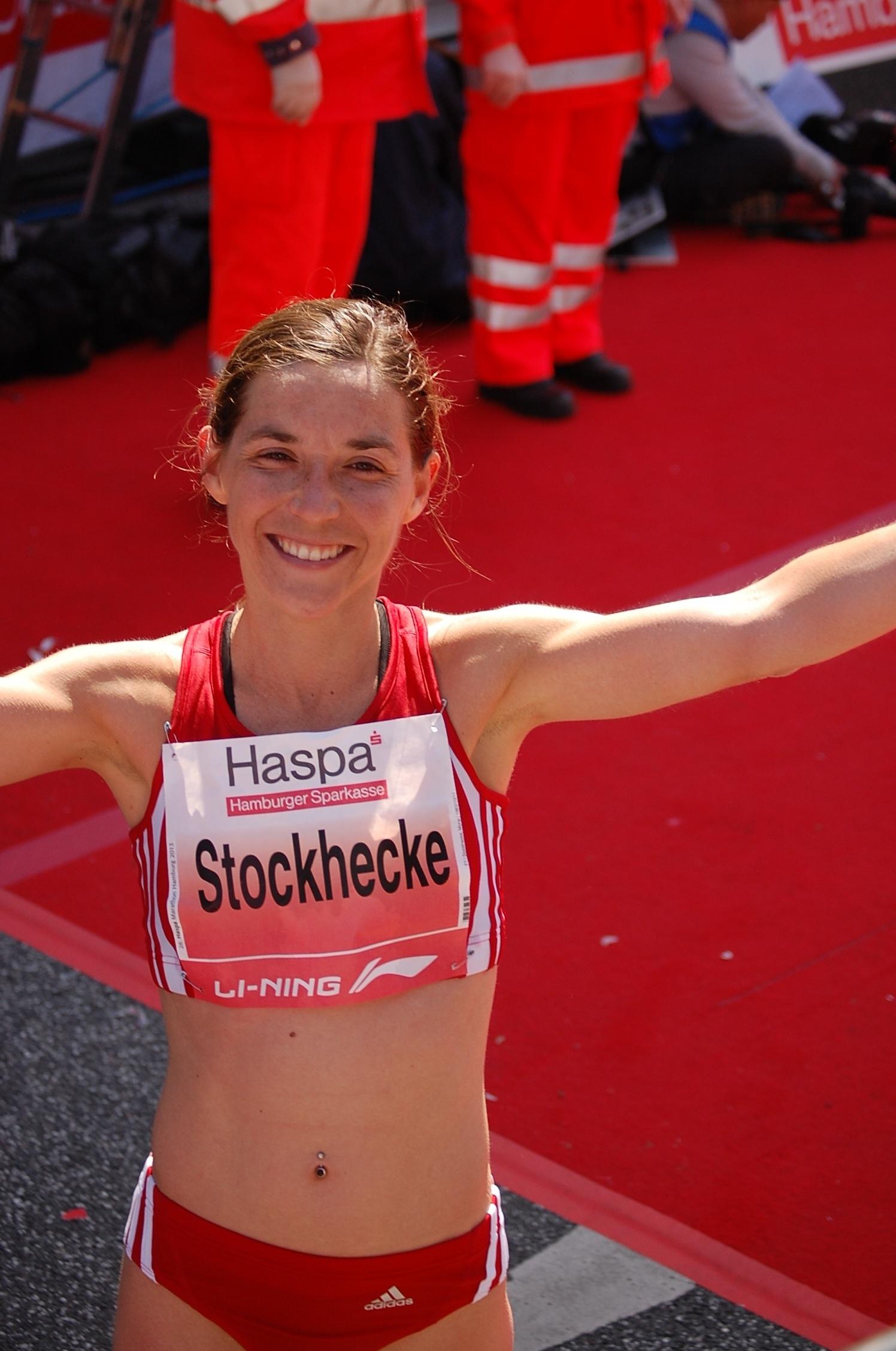 28. Haspa Marathon Hamburg: Freude bei Mona Stockhecke über den Hamburger Meistertitel in Landesrekordzeit